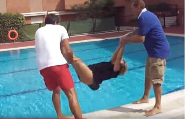 Video de Tirar a Maripili a la piscina
