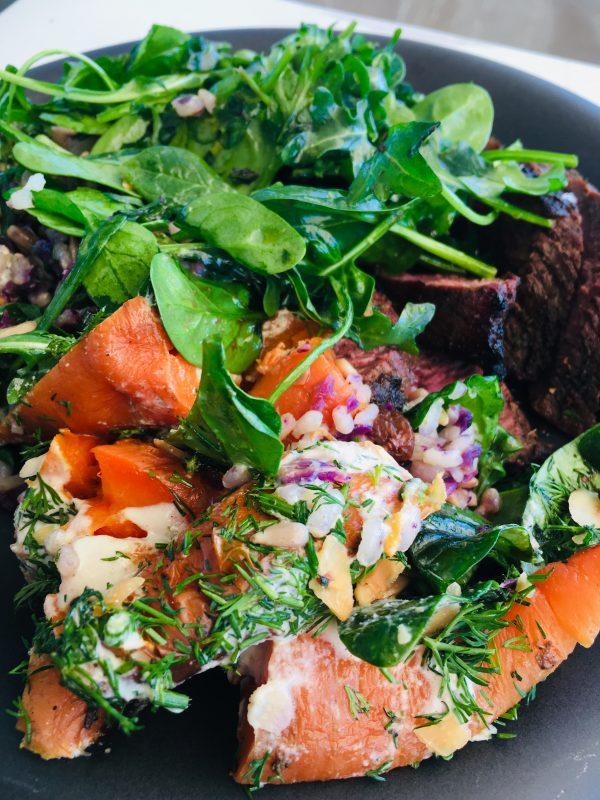 Zanahorias asadas con ensalada de rúcula y ternera