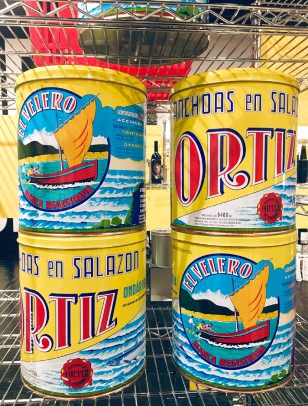 Envases de lata grandes de Anchoas Ortiz